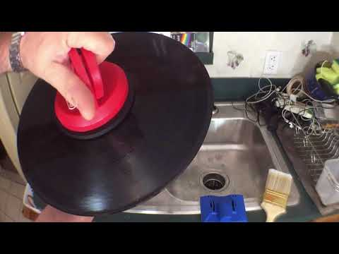 A Cheapskate's Guide To Cleaning Vinyl In The Kitchen Sink