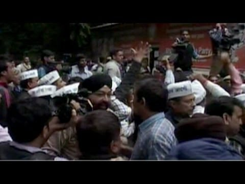 Kejriwal detained in Guj: AAP - BJP clash in Delhi
