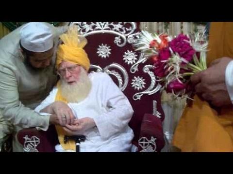 Qariya Qariya Tajushshariya Kitne Han Mashhoor Zamana Dekh Raha Hai