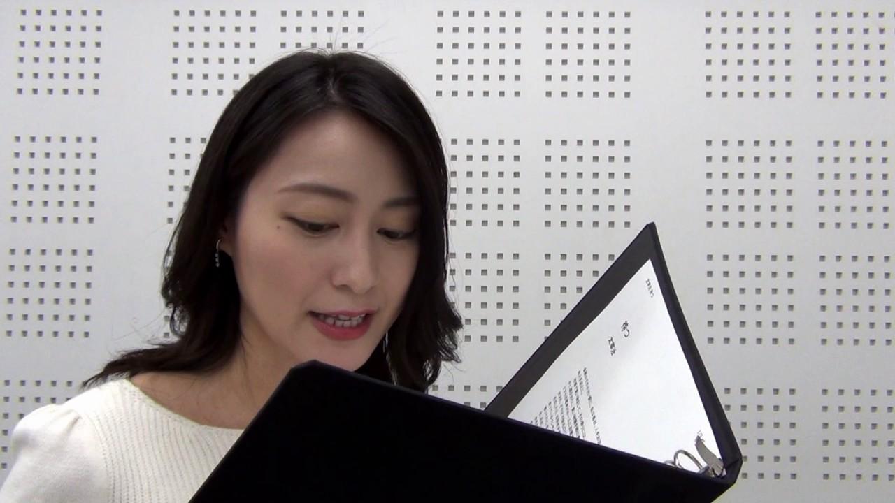 朗読をしている小川彩佳