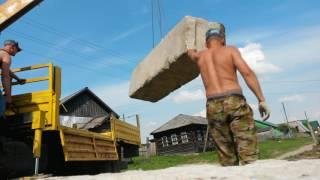 Работа манипулятора при строительстве фундамента