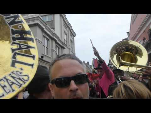 david bowie second line in new orleans with Preservation Hall Jazz Band and Arcade Fire 2016-01-16