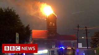 Sydney storm sets bell tower ablaze - BBC News