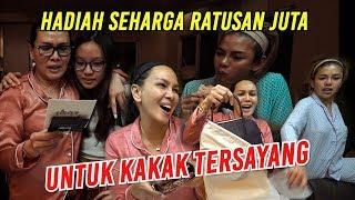 Download lagu ADU GENGSI PARA WANITA TAJIR DAN SUKSES.. SALING GAK MAU KALAH BARANG MEWAH NYA..