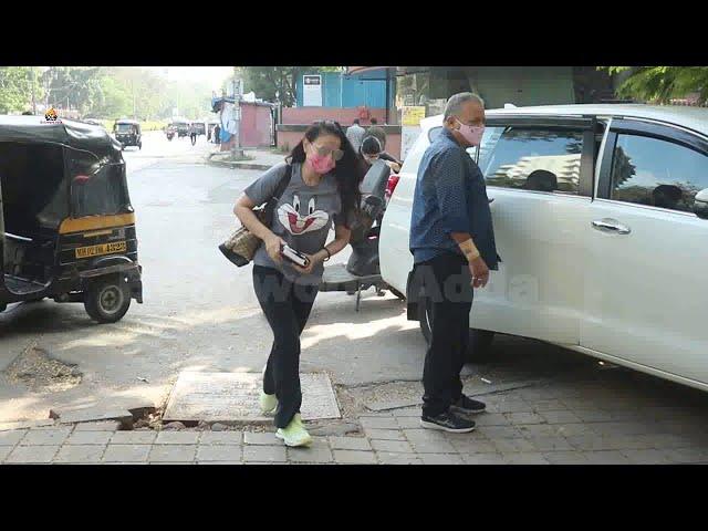 Ameesha Patel Spotted At Kromakay Salon Juhu