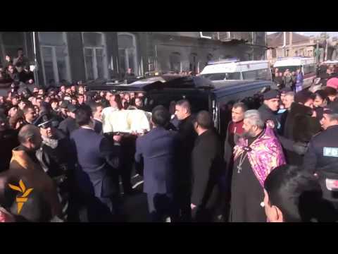 Похороны армянской семьи, убитой российским солдатом
