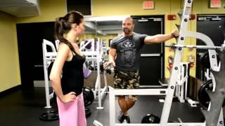 видео Тренировки для девушек-новичков в тренажёрном зале