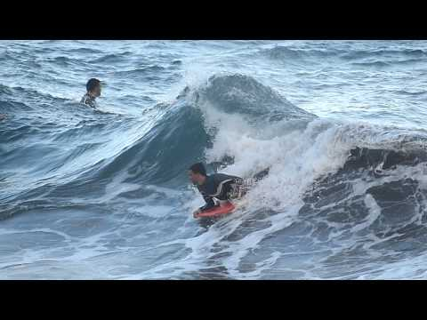 Olas y surferos en La Garita, Telde. / Panasonic DMC-FZ200 slow motion 100fps test