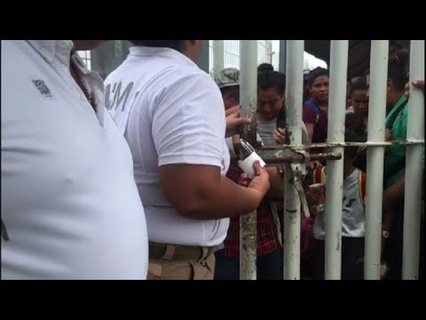 Mexican authorities re-open border gate to let migrants through