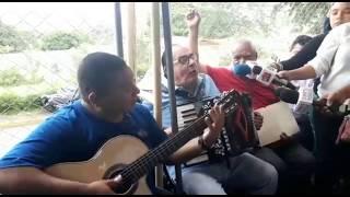 carlos mejía godoy le canta a las madres afuera de cárcel el chipote