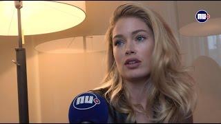 Lara Stone en Doutzen Kroes naakt op cover Nederlandstalige Vogue
