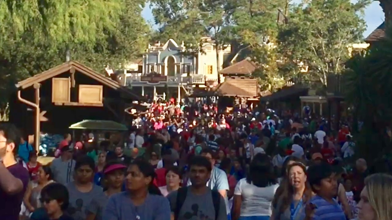 TDW 1639 - How Busy Is Disney World Christmas Day ? - YouTube
