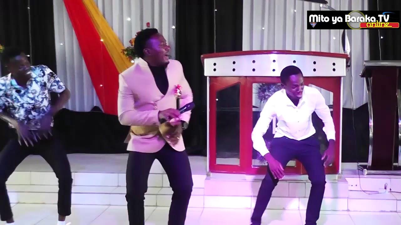 Download Masanja Mkandamizaji - Tulia na Yesu live perfomance at MITO YA BARAKA CHURCH