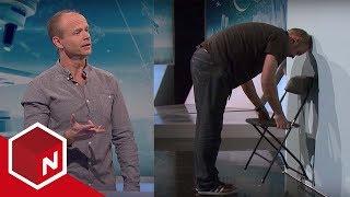 Brille | Hvorfor er det vanskelig å løfte en stol med hodet mot veggen? | Dplay Norge