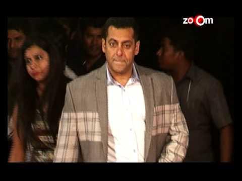 Salman Khan completes Hrithik Roshan's 'Bang Bang' dare! | Bollywood News