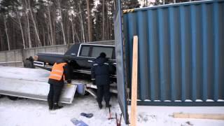 лимузин ельцина(Служебный автомобиль первого президента России Бориса Ельцина — бронированный ЗИЛ-41052 — доставили из..., 2013-12-02T08:04:17.000Z)
