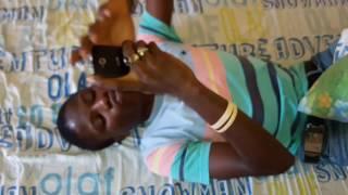 INCROYABLE COMEDIEN SENEGALAIS -ACCRO AU TELEPHONE - LA VIDEO QUI FAIT LE BUZZ A DAKAR