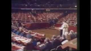 Ian Paisley Heckles the Pope (1988)