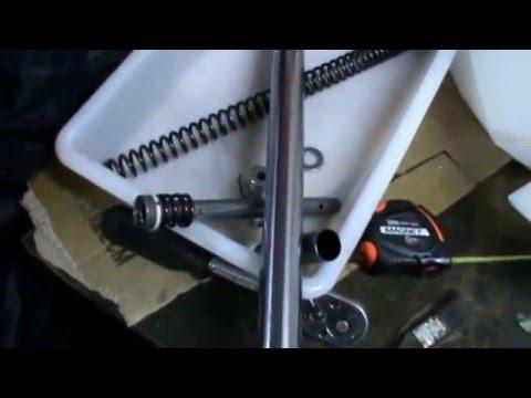 Yamaha Virago 250. Cambio de aceite y de retenes de la horquilla, suspensión. (17 de 18).