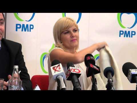 Elena Udrea arata, la Pitesti, marca sacoului pe care l poarta
