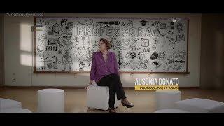 Professora Ausonia Donato é homenageada por ex-alunos.