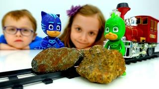 Герои в Масках на Железной Дороге! #КетБой и #Гекко разбирают завал. Видео с игрушками. Игры поезда