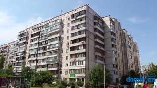 Ларисы Руденко, 6 Киев видео обзор(Улица Ларисы Руденко, 6. 10-этажный панельный дом 1996 года постройки. Двор просторный, зелёный и тихий. Удовлет..., 2014-09-21T13:05:02.000Z)