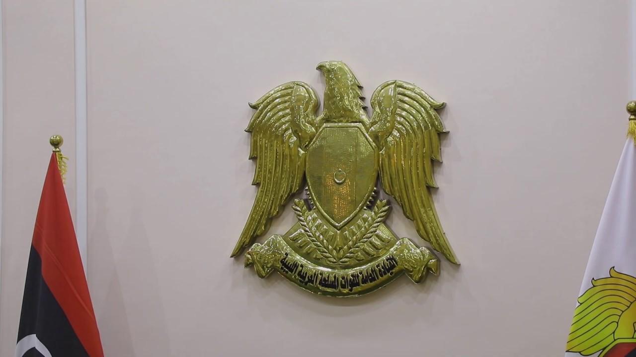 القائد العام للقوات المسلحة يجتمع برؤساء الأركان ومدراء الإدارات بالقيادة العامة وأمراء غرف العمليات