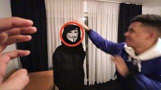 DIE MASKE VOM GAME MASTER ABNEHMEN !!! | PrankBrosTV