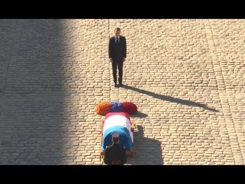 Церемония прощания с Азнавуром началась с исполнения гимна Армении и проходит под мелодию «Дле Яман»