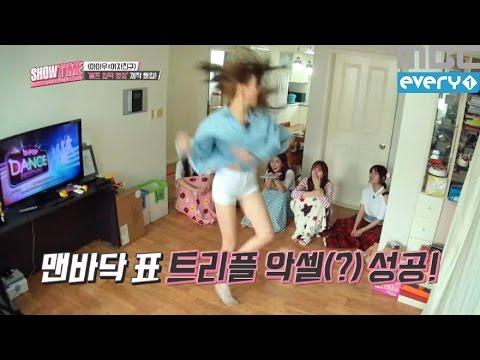 (Showtime MAMAMOOXGFRIEND EP.1) Yuju skate figures on the wooden floor