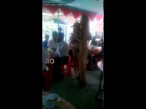 Nhảy múa thoát y trong đám cưới