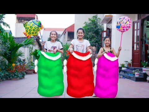Kids plays with Jumping Bags in the Outdoors   Kids Competition Get balloons Song for children