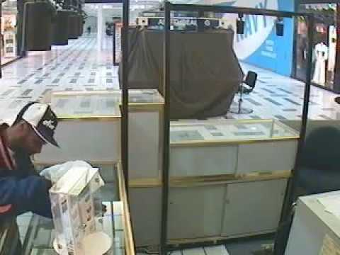 Jewelry Thief Caught On Camera