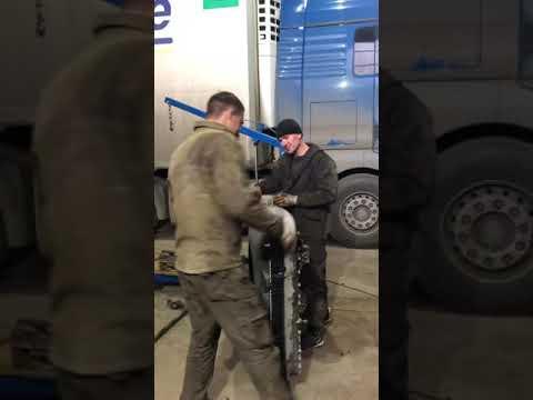 Замена радиатора Scania