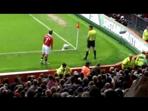 Beckham vs Pitch Invader