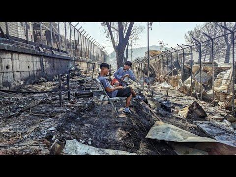 """Migrants : énorme incendie dans le camp de Moria, Lesbos déclarée """"en état d'urgence"""""""