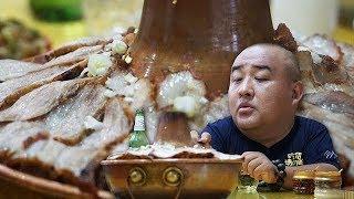 【吃货请闭眼】天冷了吃一大锅烩菜,上面铺满一层厚厚的五花肉,食材简直太丰富!