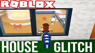 BREAKING IN TO PEOPLES HOUSES IN ROBLOX | Robloxian life house glitch and slide trolling