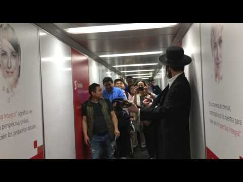Rabbi Yom Tov Glaser La Bamba Mexico Jet Bridge