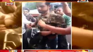 Eve teasers got beaten by 2 sisters on J K Temple road , Kanpur (UP)