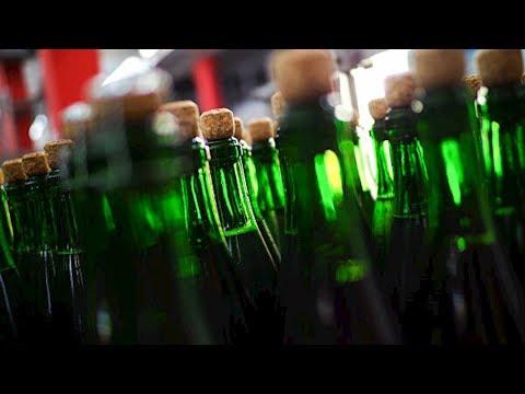 """В России стали чаще покупать алкоголь, пишут """"Ведомости"""""""