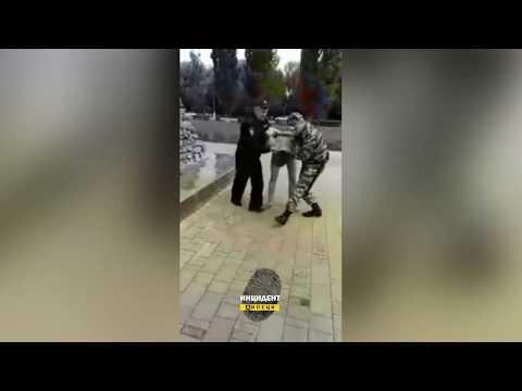 Житель города Грязи залез на памятник и разделся