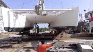 Tour du monde voile: Chantier naval thailande mouvement de bateaux.Shipyard thailand boat movement.