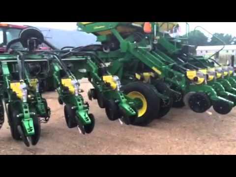 John Deere 1790 Split Row Planter 12 24 Youtube