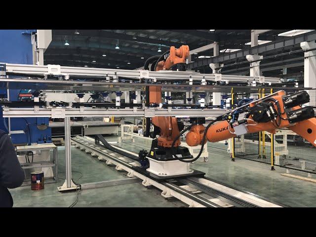IMPIANTO ROBOTIZZATO PER LAMIERE DI GRANDI DIMENSIONI - ROBOTIZED SYSTEM FOR LARGE-SIZE METAL SHEETS