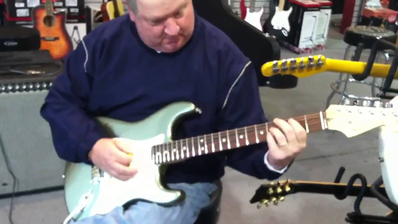 2012 Fender Am Std Strat - YouTube
