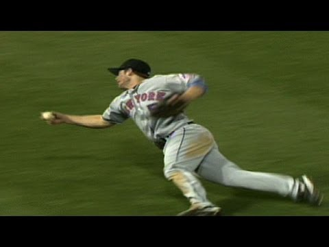 Wright makes a spectacular barehanded catch