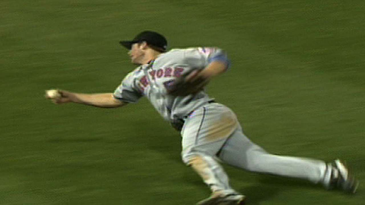 Wright makes a spectacular barehanded catch - YouTube