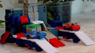 Видео с игрушечными машинками. Робот - парковка. Играем в машинки
